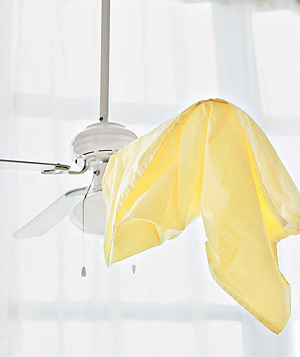 أسهل طريقة لتنظيف مروحة السقف