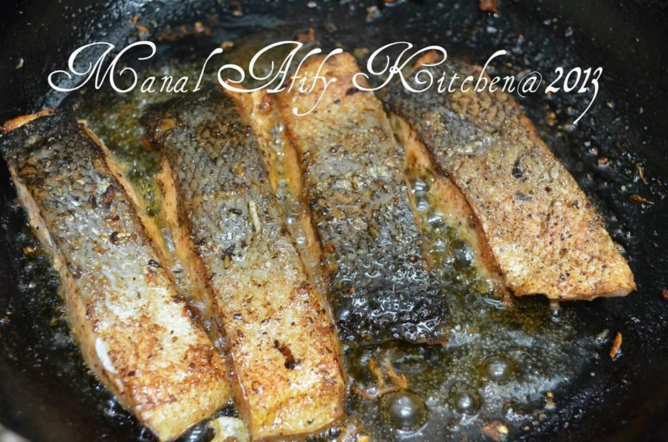 طريقة عمل سمك السلمون المقلي مع الارز