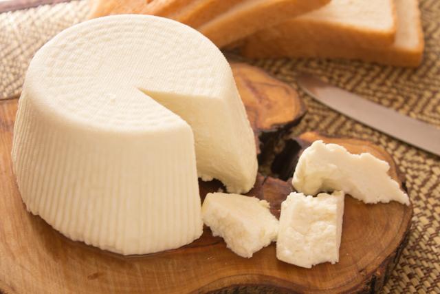 طريقة عمل الجبن الريكوتا بدون منفحة
