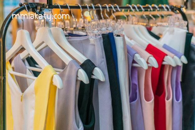 أسهل طريقة لترتيب الملابس في الدولاب