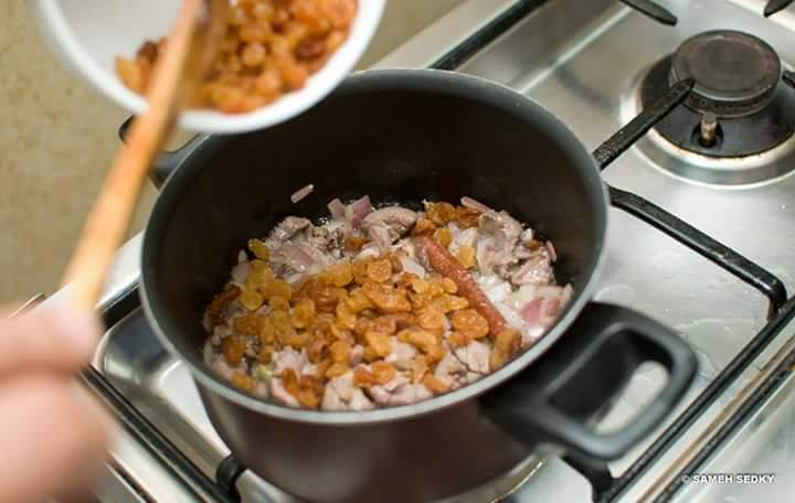 دجاج محشي أرز بالفرن