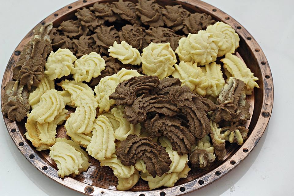 طريقة عمل البيتيفور بالفانيلا والشوكولاتة