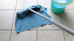 أفضل طريقة لمسح و تنظيف الأرضيات