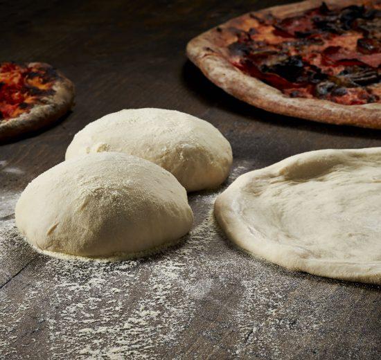 طريقة تفريز عجينة البيتزا