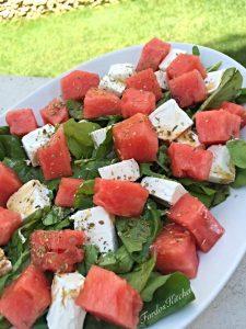 سلطة البطيخ و الجبن اللذيذة
