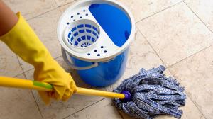 منظف أرضيات للمطبخ و الحمام منزلي الصنع