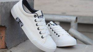 تنظيف الحذاء القماش الأبيض بدون غسيل