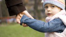 كيف تحمين أولادك من الطقس البارد