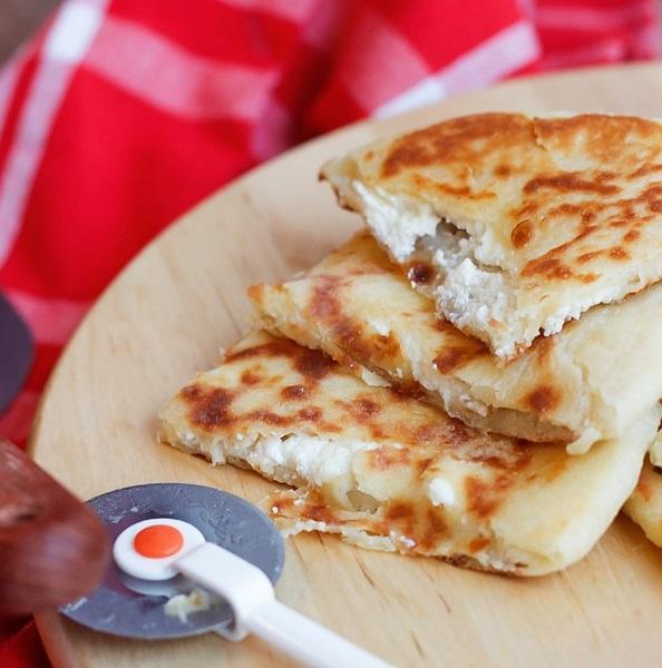 خبز الخاچابوري بحشوة بالجبن