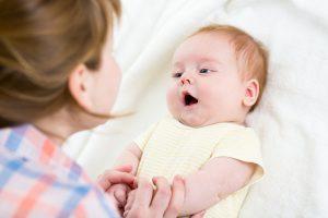 كيف يتحدث طفلك مبكرا ؟