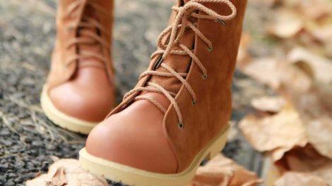 طريقة تنظيف الحذاء الشمواه