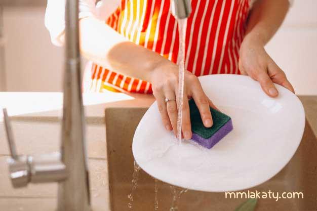 كيفية تنظيف أواني المطبخ و تلميعها :