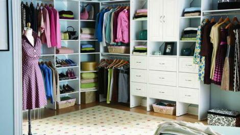 نصائح قيمة لتنظيم غرفة الملابس