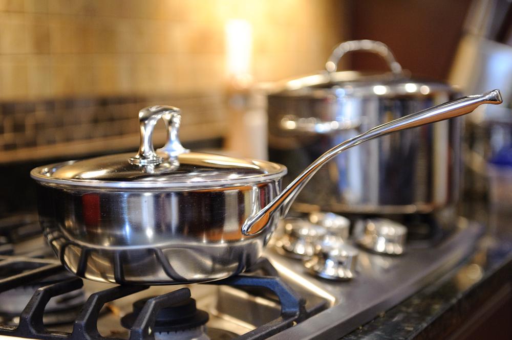 072fb66d4 خلطة منزلية لتنظيف وتلميع أواني الطهي والتخلص من آثار الدهون - بيتى ...