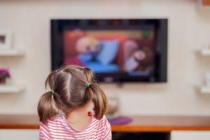 كيف تحمين طفلك من اضرار التلفاز
