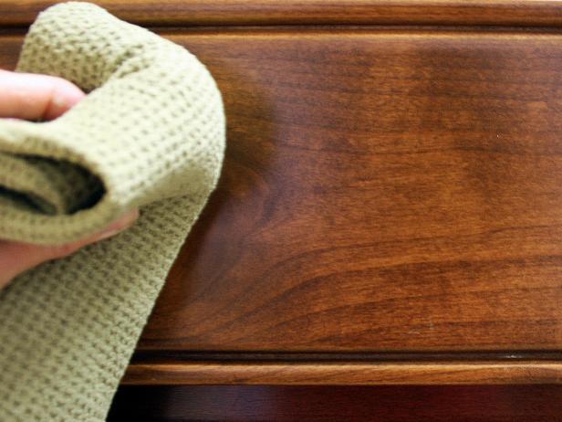 لتلميع الخشب إليك هذه الوصفات المنزلية و الطبيعية من مطبخك