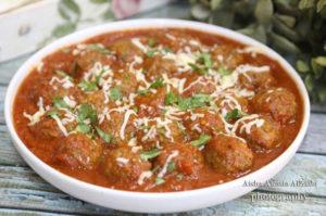 طريقة عمل كرات اللحم بصلصة الطماطم الحمراء و دبس الرمان